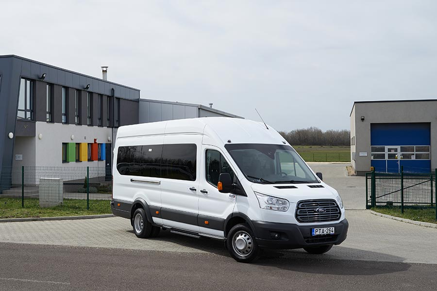Kisbusz bérlés, minibuszbérlés, kisbuszkölcsönzés