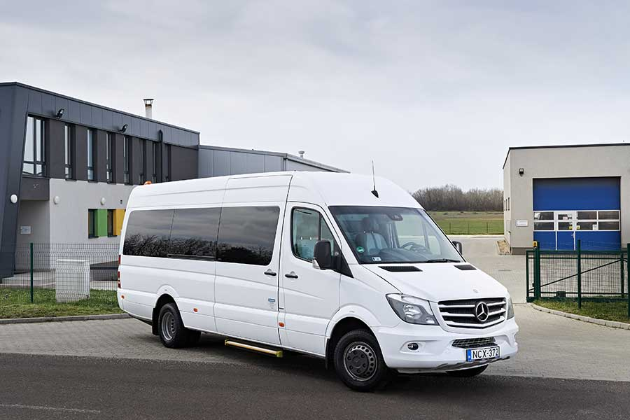 Kisbusz bérlés, minimusz bérlés, minibusz, Mercedes Sprinter